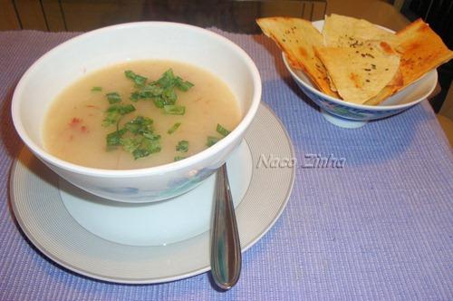 Sopa creme de mandioca com carne seca
