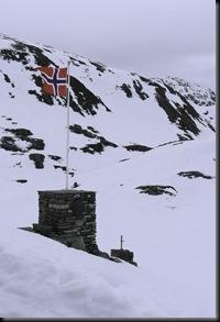Varde med flagg redningshytten