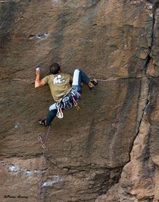 Escalando en Arico02