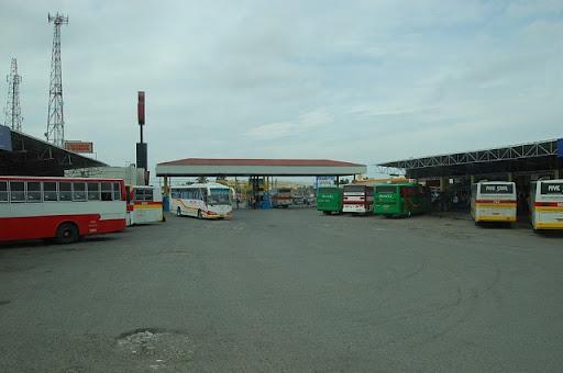 ダオバスターミナル入り口を構内から望む