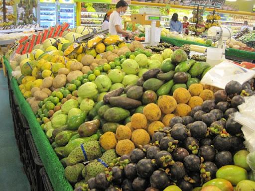 SMクラーク内のフルーツ売り場の様子(2)
