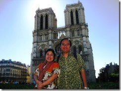 1055-Us-in-front-of-Notre-Dame-cathedral