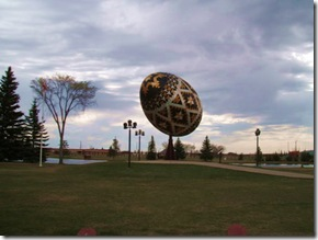 Worlds-Largest-Easter-Egg-Canada-02