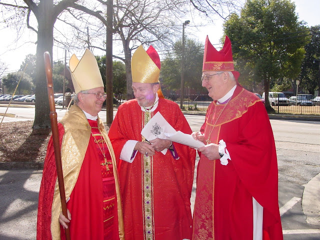 Bishops Louttit, Shipps and Keyser prior to the closing Eucharist for the 2005 Convention