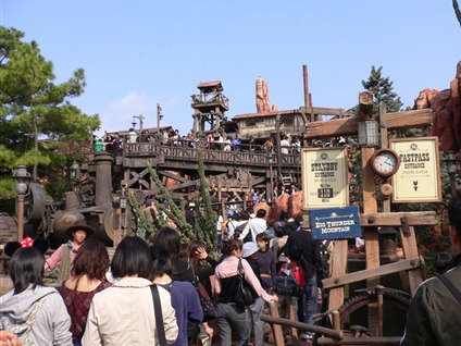 799px-Big_Thunder_Mountain_Entrance_TDL
