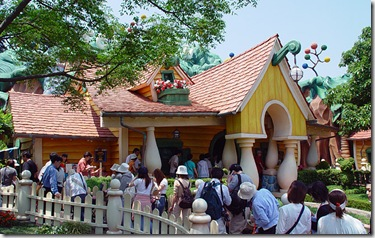 mickeys_house_exterior