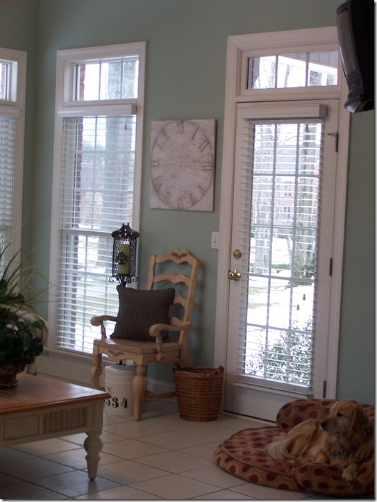 Clock in sunroom 007