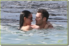 megan-fox-brian-austin-green-kisses-beach-02