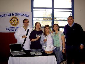 Rotarios del Club Devoto Parque en el stand del Seminario Distrital de Proyectos 2009
