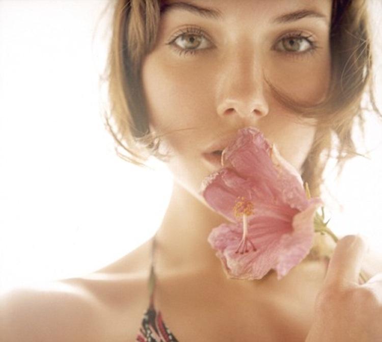 woman-flower-natural