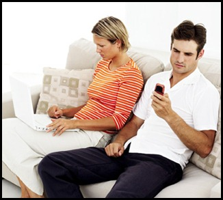 91574f414b16a61d_couple-laptop-cell-phone