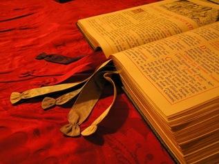 Bíblia em latim [Edite Santos em Olhares.com]