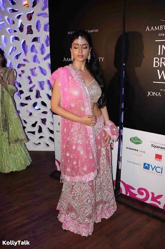 Shriya Saran Ramp Walk Stills 4