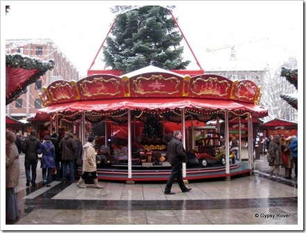 Rides to keep the kid's happy at the Cologne Xmas market.