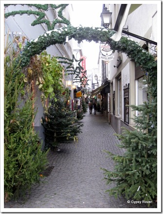 Narrow cobbled streets in Rudesheim.