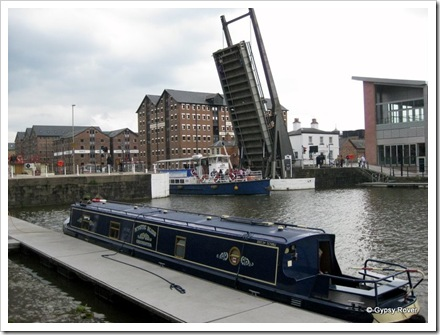 Lift Bridge by the National Waterways Museum in action