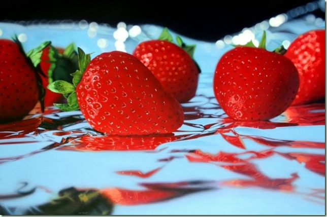 20100712_strawberries_on_foil_by_ja5on-600x398