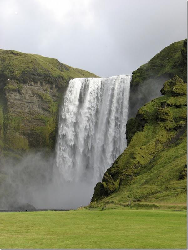 5skogafass-waterfall