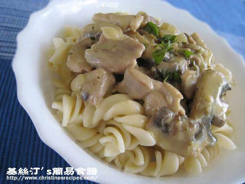 雞絲蘑菇汁意大利粉 Pasta with Creamy Chicken Mushroom Sauce