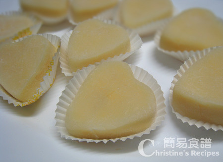 冰皮奶黃月餅 Ice-skin Mooncakes with Custard Fillings