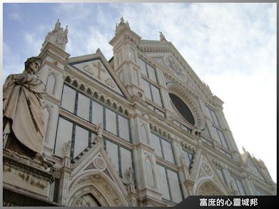 充滿歐洲中世紀風格的聖十字大教堂