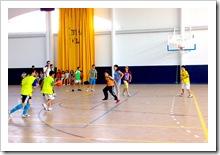 Uno de los partidos del triangular de baloncesto.