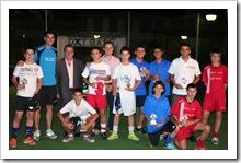 Foto de familia de algunos de los ganadores, junto a autoridades y organizadores, en presencia del atleta olimpico Javier Bermejo.