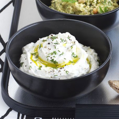 Thick Yogurt & Herb Dip