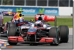 Jenson Button (GBR) McLaren MP4/25 leads Mark Webber (AUS) Red Bull Racing RB6.