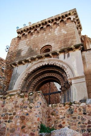 el acceso de la vieja catedral que ya fue
