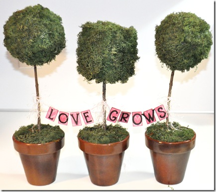 MINI BANNER ON TOPIARY