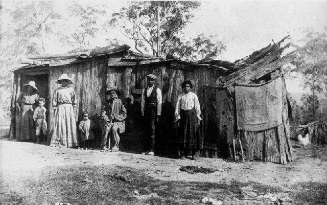 [Aborigines Home the Island Urunga[4].jpg]