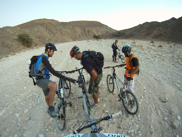 ...then Neal and Samer swapped bikes. The idea being that Neal is lighter and will put less load on that tube. The tube was pumped to the max, and we started riding again, with the time against us.