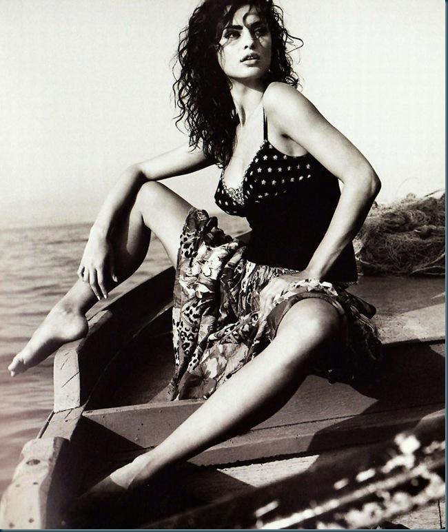 Catrinel-Menghia-Bella-Diva-45-1016x1024
