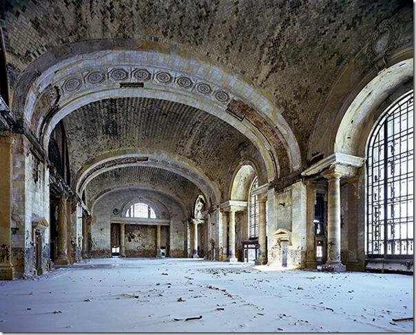 Waiting-hall-Michigan-Cen-014