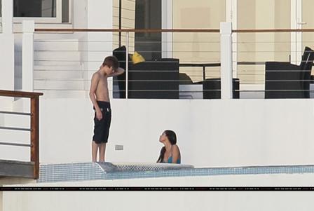 Justin Bieber y Selena Gomez Besandose11