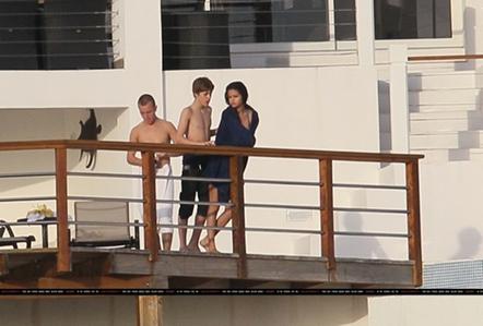 Justin Bieber y Selena Gomez Besandose-juntos
