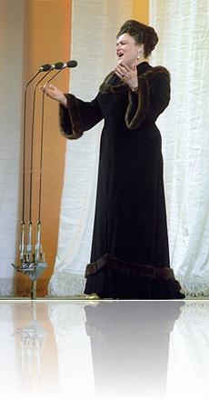 Москва. Поет Людмила Зыкина. Фото Бориса Кавашкина /Фотохроника ТАСС/