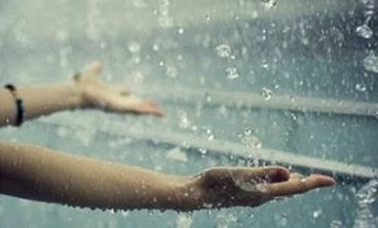 Крупный сильный дождь