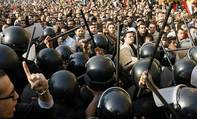 Demonstrators-clash-egypt