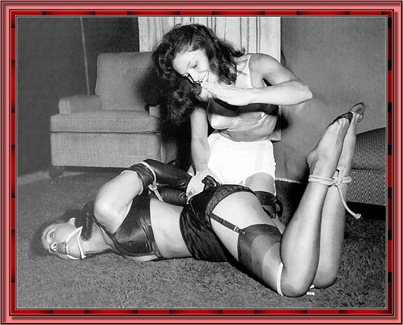 betty_page_(klaws)_088
