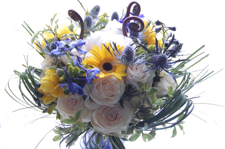 Clever Bumblebee wedding bouquet