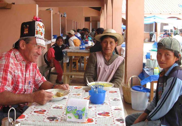 LEJARRETA EN LOS ANDES (2009) 24.ismael%20comiendo%20con%20gorro%20senora%20