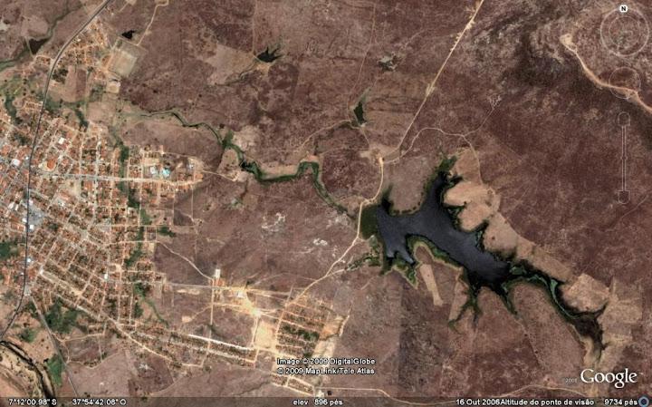 Vista aérea do conhecido açude do governo, hoje na periferia da cidade de Piancó.