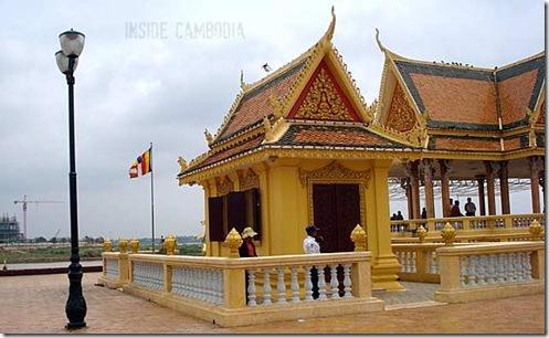 APAD 062 Khmer shrine at the riverside