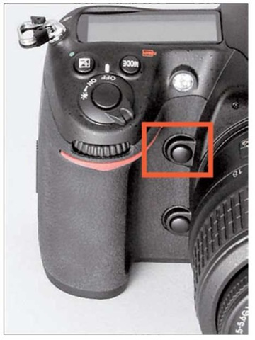 Press this button to get a preview of the effect of aperture on depth of field.