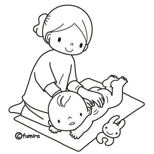 Mamá cambiando el pañal a bebé para colorear