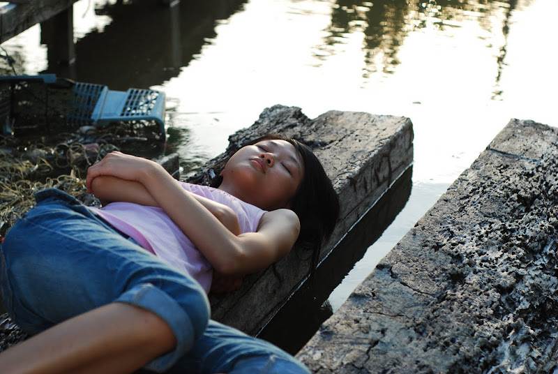 A scene from Woo Ming-Jin's WOMAN ON FIRE LOOKS FOR WATER