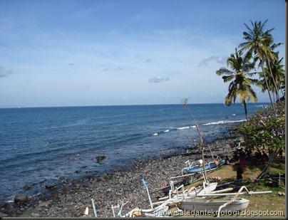 pantai meruapakan salah satu daya tarik wisata