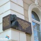Меморельная доска на здании Коммерческого училища в память о том, что внес учился И.Э. Бабель